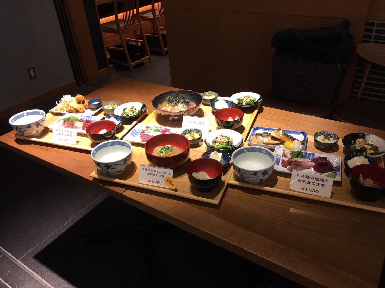 ムスブ田町 魚金 店内料理見本