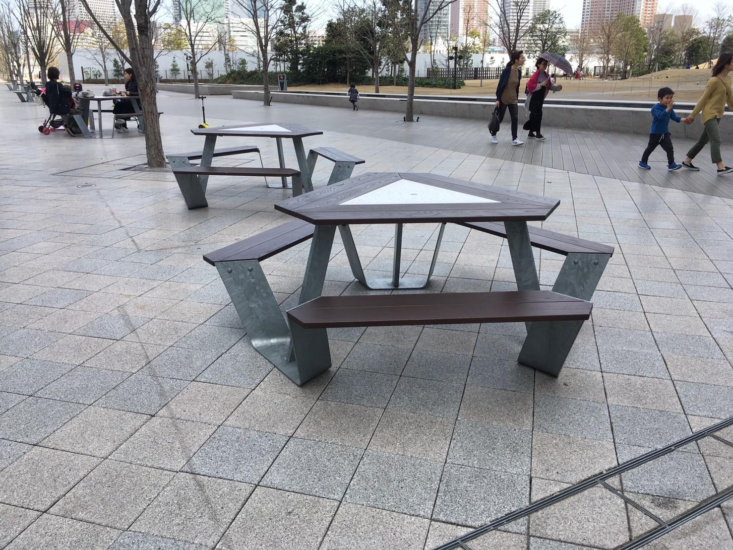 グッドモーニングカフェ 品川シーズンテラス店 広場 ベンチ