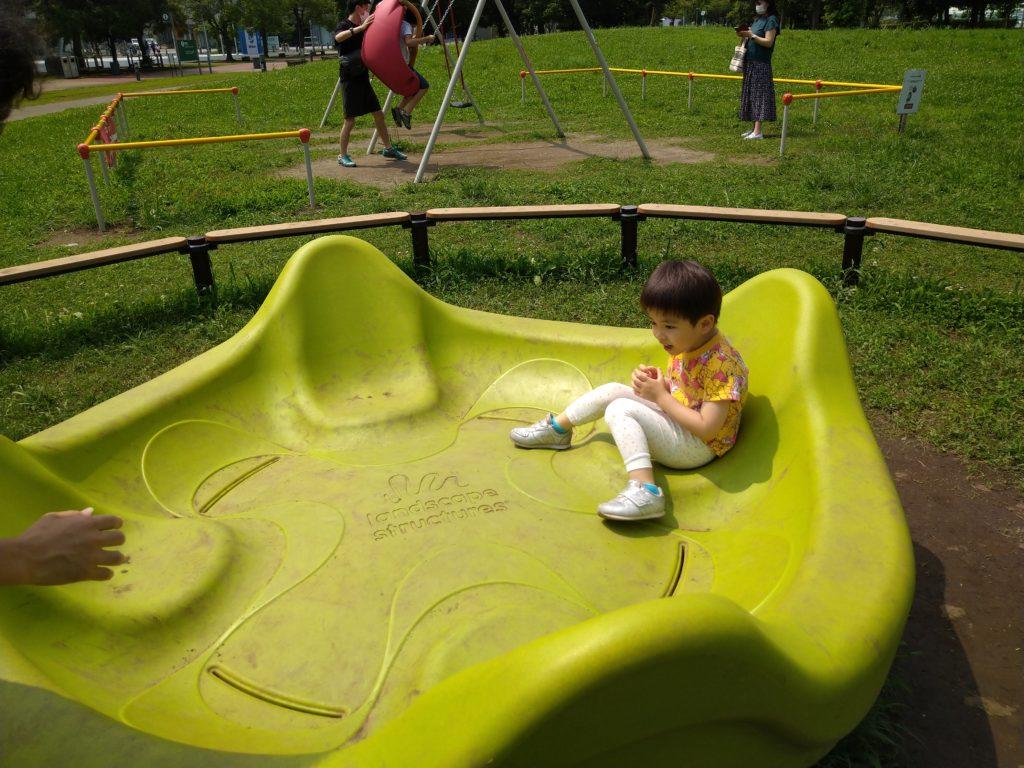 インクルーシブ公園の遊具